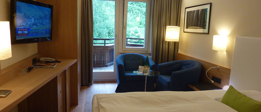 Gardenhotel Theresia, Hinterglemm, Austria - Bedroom with balcony.jpg